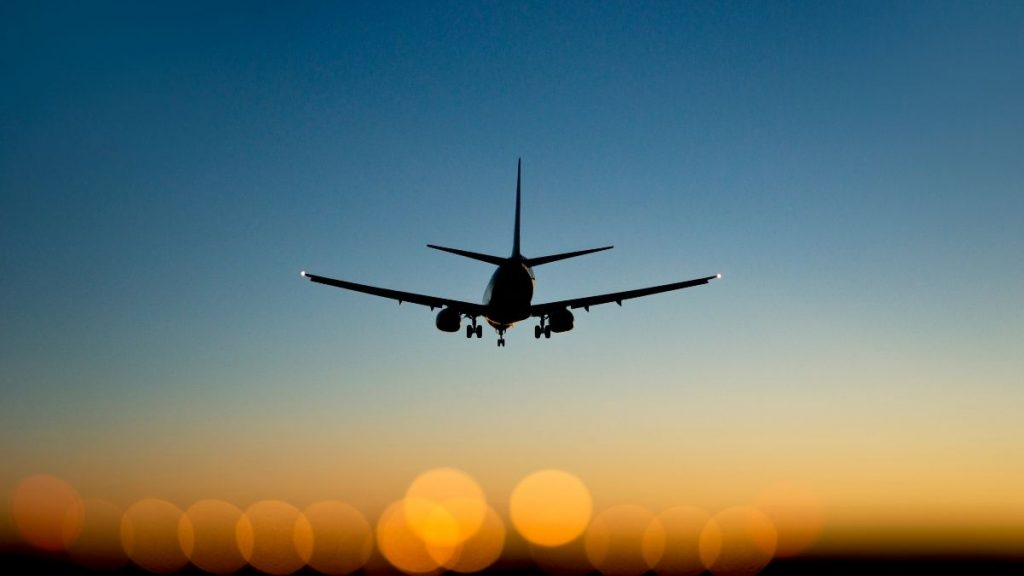 tips for saving money on flights - featured image